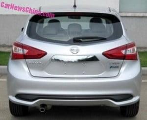 Новый Nissan Tiida вид сзади