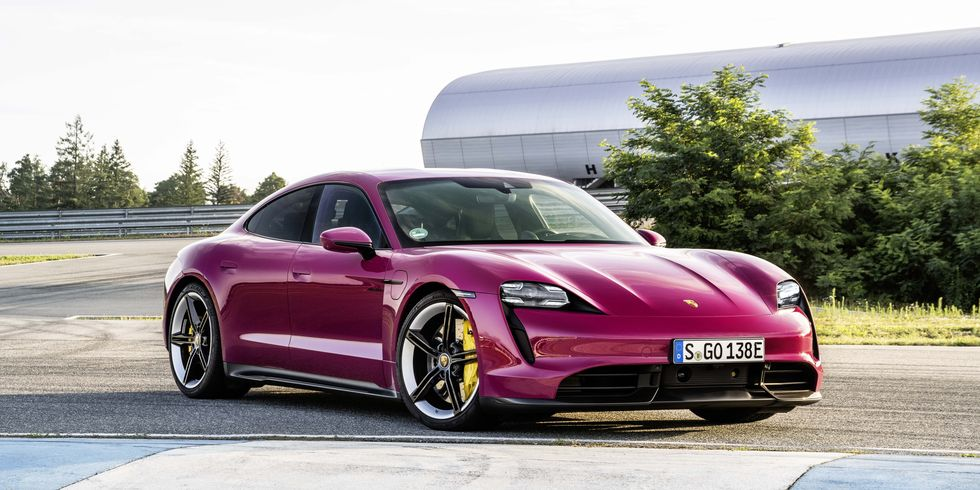2022 Porsche Taycan добавляет новые технологии, множество цветов