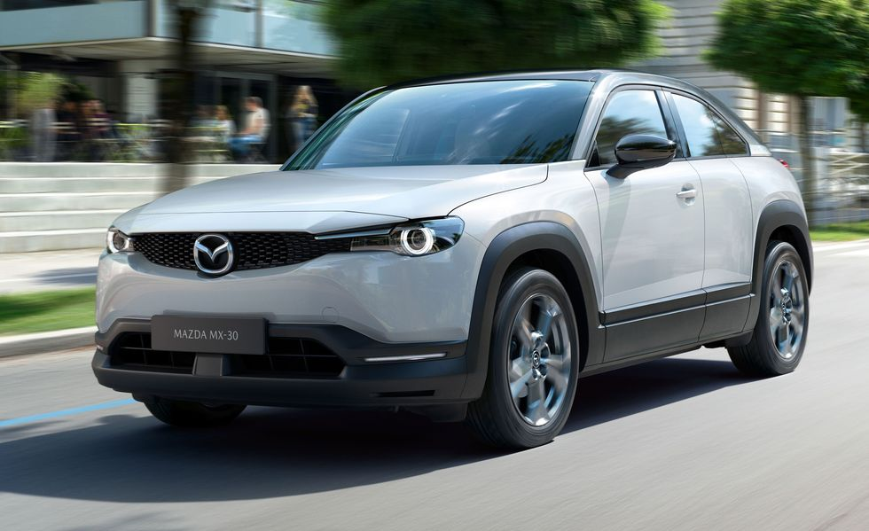 2022 Mazda MX-30 электромобиль всего на 100 миль запаса хода