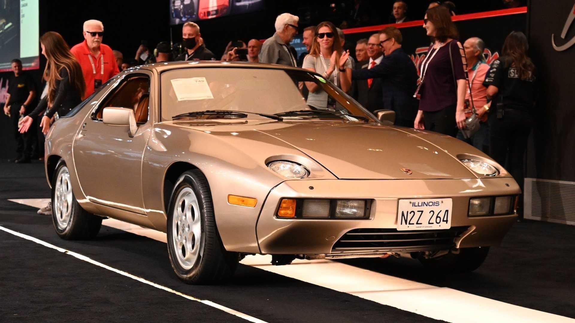 """Porsche 928 из """"Рискованного бизнеса"""" продан гораздо дороже, чем мы ожидали"""