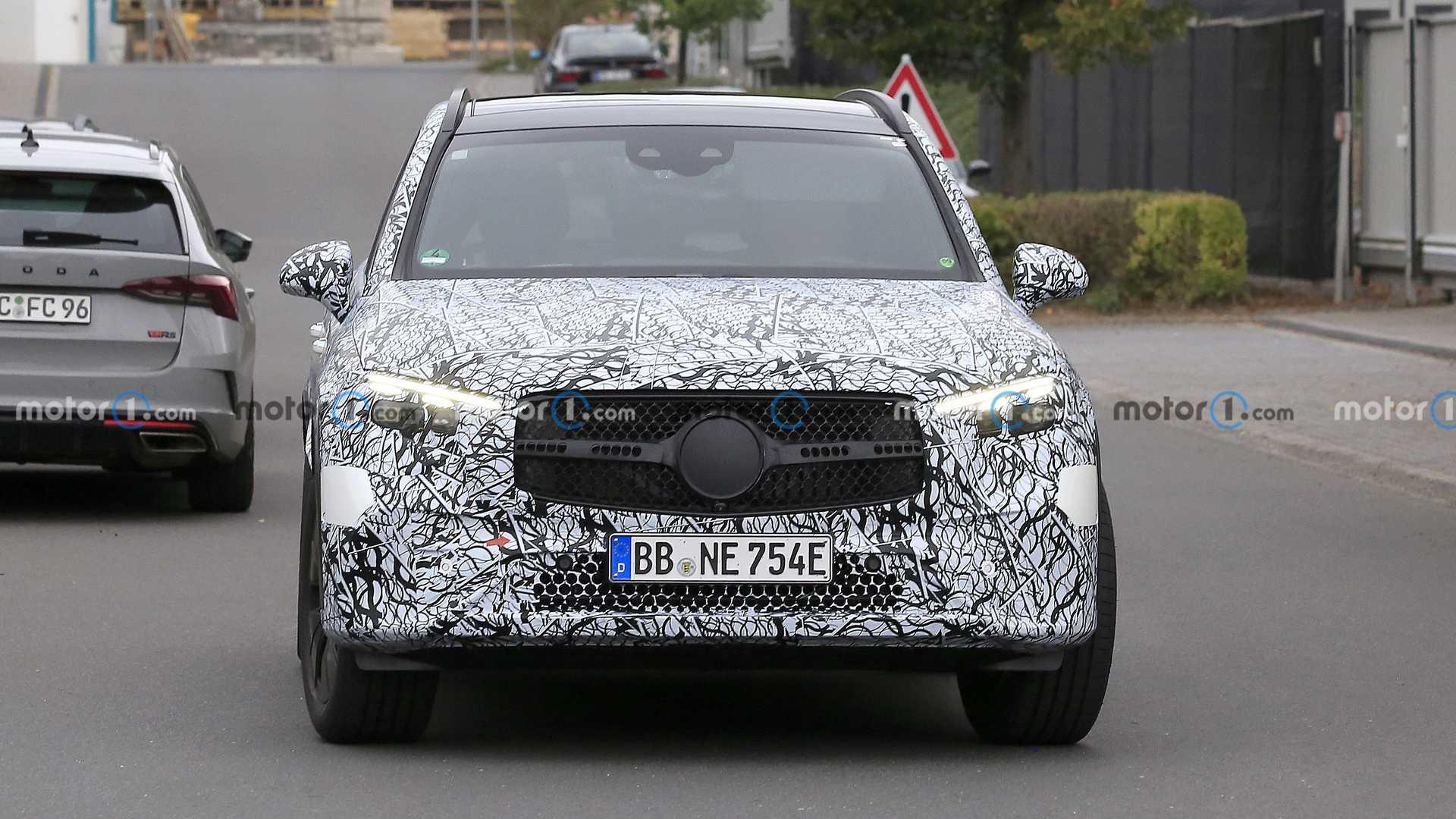 2023 Mercedes GLC замечен за работой заднего рулевого управления