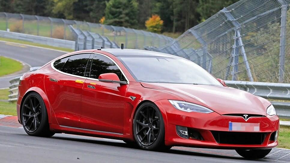 Tesla Model S Plaid устанавливает новый рекорд для серийных электромобилей на Нюрбургринге