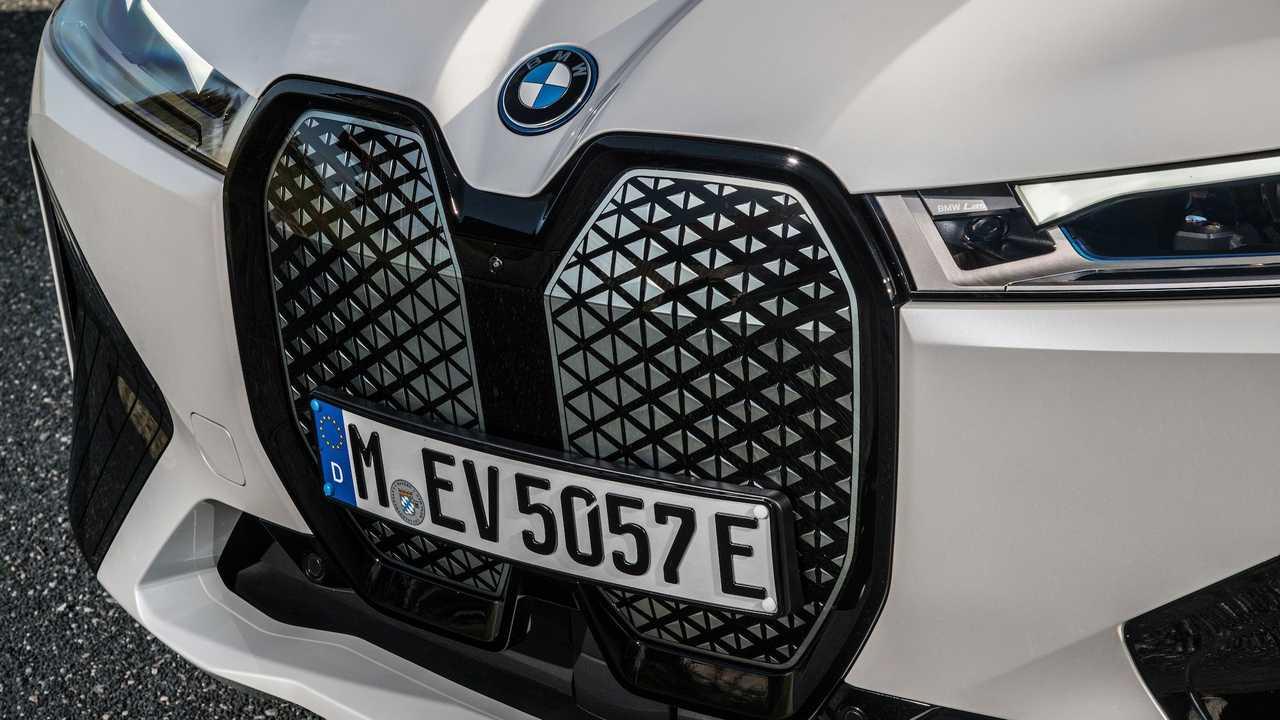 Вице-президент BMW по дизайну говорит, что больше автомобилей могут получить гигантские решетки, но не все